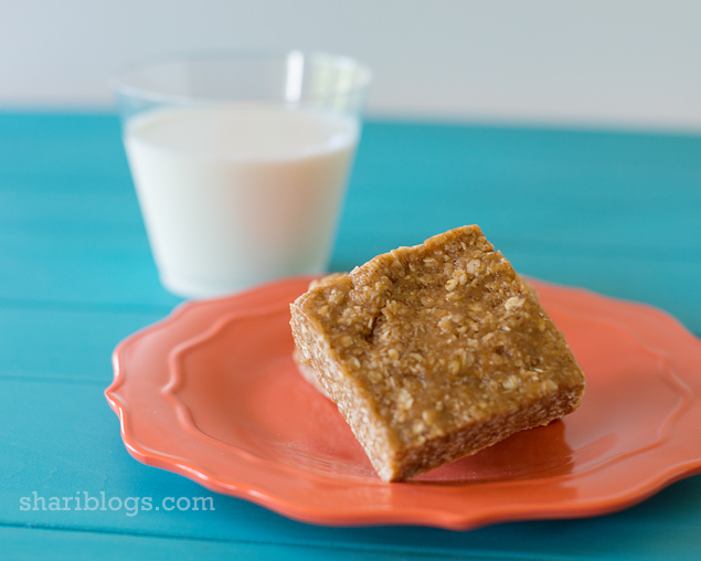 Snickerdoodle Granola Bars via Shari Blogs  | www.shariblogs.com